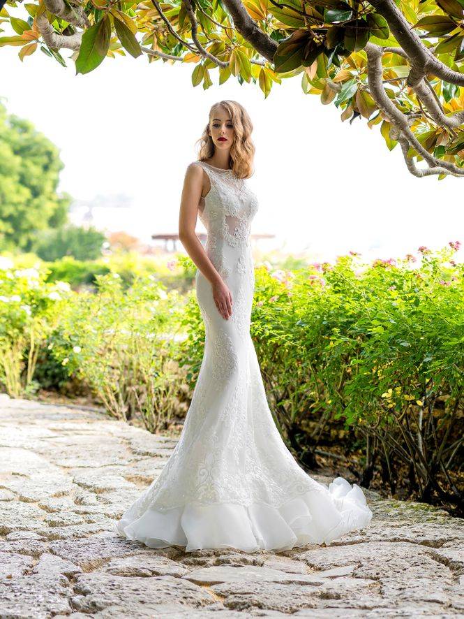 Wedding dress Marisa | Limerence Hadassa | Gorgeous, modern girl